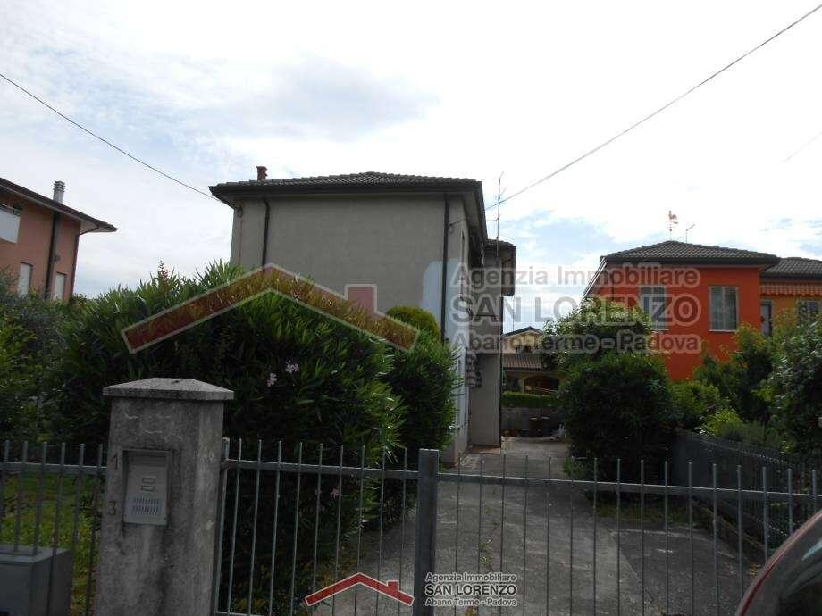 Casa singola composta da 2 appartamenti a montegrotto - Immobiliare san lorenzo ...
