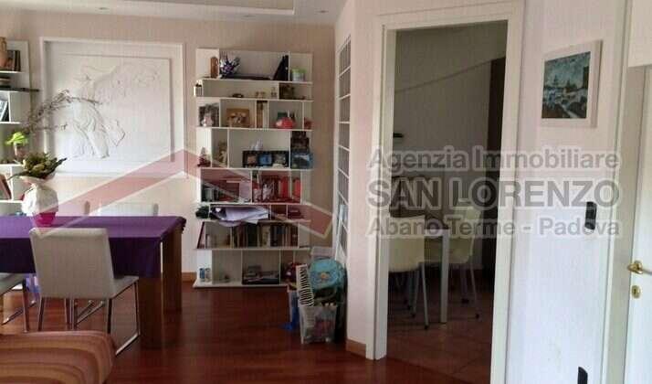 Luminoso appartamento con ampio terrazzo in zona centrale – Abano Terme