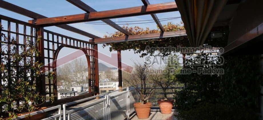 Esclusivo e signorile attico in zona termale ad Abano Terme