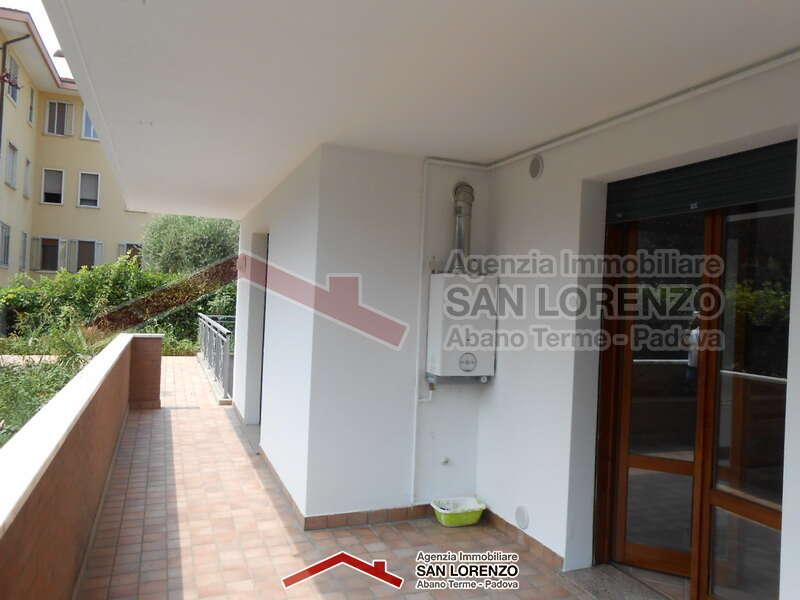 Con giardino a pochi passi dalla zona pedonale di - Immobiliare san lorenzo ...