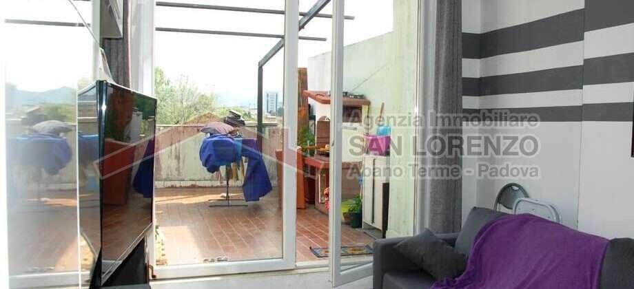 Mini appartamento ultimo piano con ampio terrazzo – Abano Terme